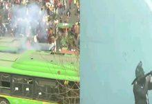 Photo of LIVE UPDATE :  ਲਾਲ ਕਿਲ੍ਹੇ 'ਚ ਛੱਡੇ ਗਏ ਆਸੂ ਗੈਸ ਦੇ ਗੋਲੇ, ਭੀੜ ਨੂੰ ਤਿੱਤਰ- ਬਿੱਤਰ ਕਰਨ ਦੀ ਕੋਸ਼ਿਸ਼